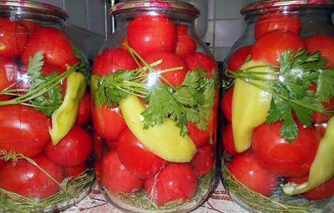 Солодкі мариновані помідори - дуже смачна закуска на зиму