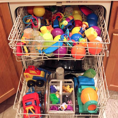 Миття у посудомийній машині заощадить не тільки Ваш час, але й гроші за електроенергію, газ, воду, дозволить більш ретельно відмити предмети і речі, ніж миття руками.