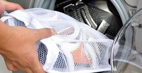 Взуття відмінно відпереться у пральній машині, та не пошкодить її, якщо ви будете використовувати спеціальні мішечки для прання взуття