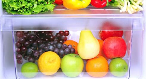 Будь-які фрукти або ягоди тримають у холодильнику у спеціально для цього відведених контейнерах