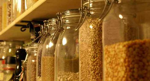 Скляні контейнери для зберігання продуктів можуть стати справжньою окрасою кухні