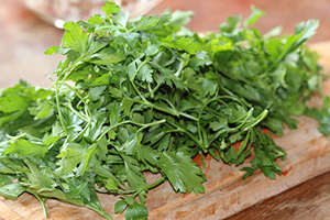 Як зберігати зелені листові овочі та салати