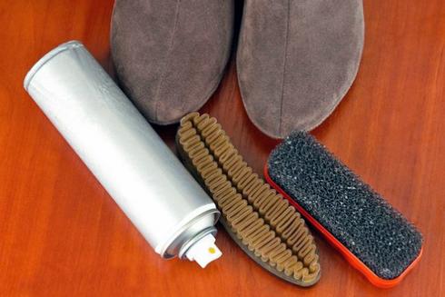 Нубукове та замшеве взуття повинно щодня чиститись щіткою