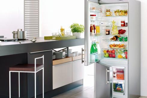 Для зручності розділіть простір в холодильнику на умовні зони, різниця температури яких становить від 3 до 7 градусів