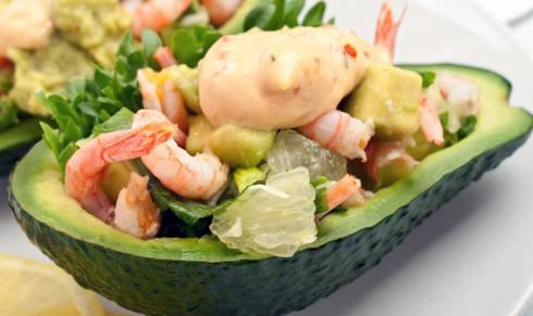 Олів'є з креветками та авокадо з використанням домашнього майонезу