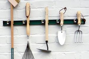 Як зберігати садовий та городній інвентар