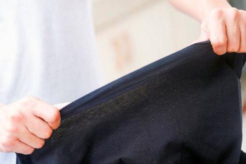 Найпоширенішою причиною псування одягу стають або брудна підошва праски, або ïï перегрів.