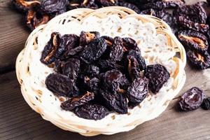 Як сушити сливи на зиму: способи приготування чорносливу в домашніх умовах