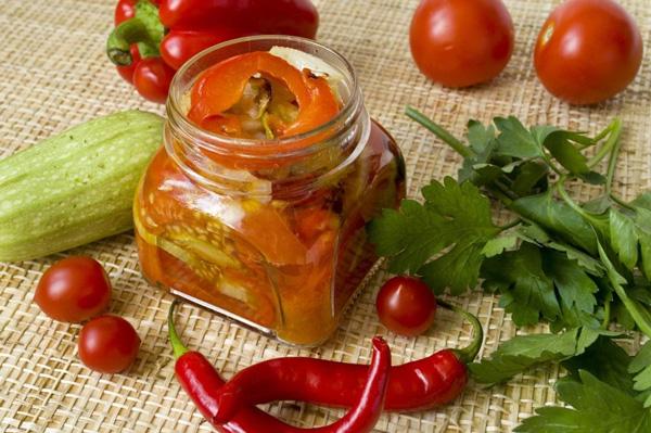 Салат з запечених овочів на зиму готовий