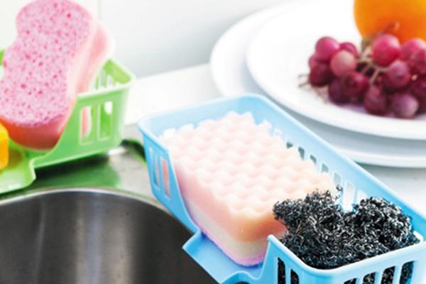 Термін безпечного та ефективного використання губок для миття посуду становить всього два тижні.