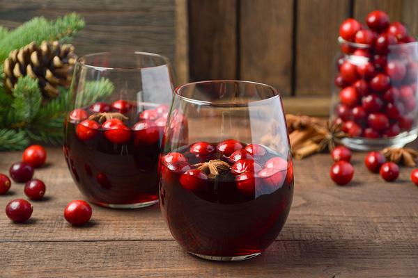 Гарячий журавлинно-фруктовий пунш не тільки смачний, але і дуже корисний
