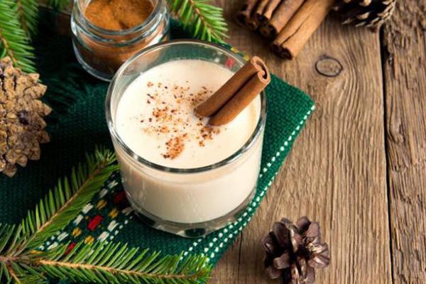 Егг-ніг часто готують на Різдво та п'ють за святковим столом