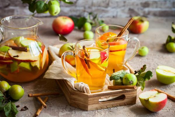 Яблучний сидр відомий своїми антиоксидантними властивостями, здатністю очищати організм від токсинів, знищувати бактерії та покращувати травлення