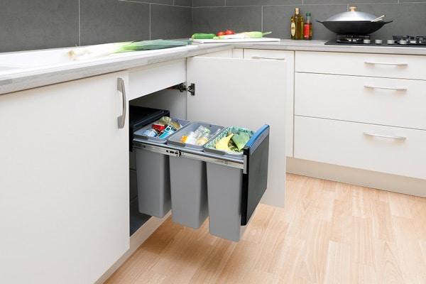 Розділяйте сміття. Більшість неорганічних відходів-пластик, скляні та ПЕТ-пляшки, металеві банки від консервів - придатні для переробки та вторинного використання.